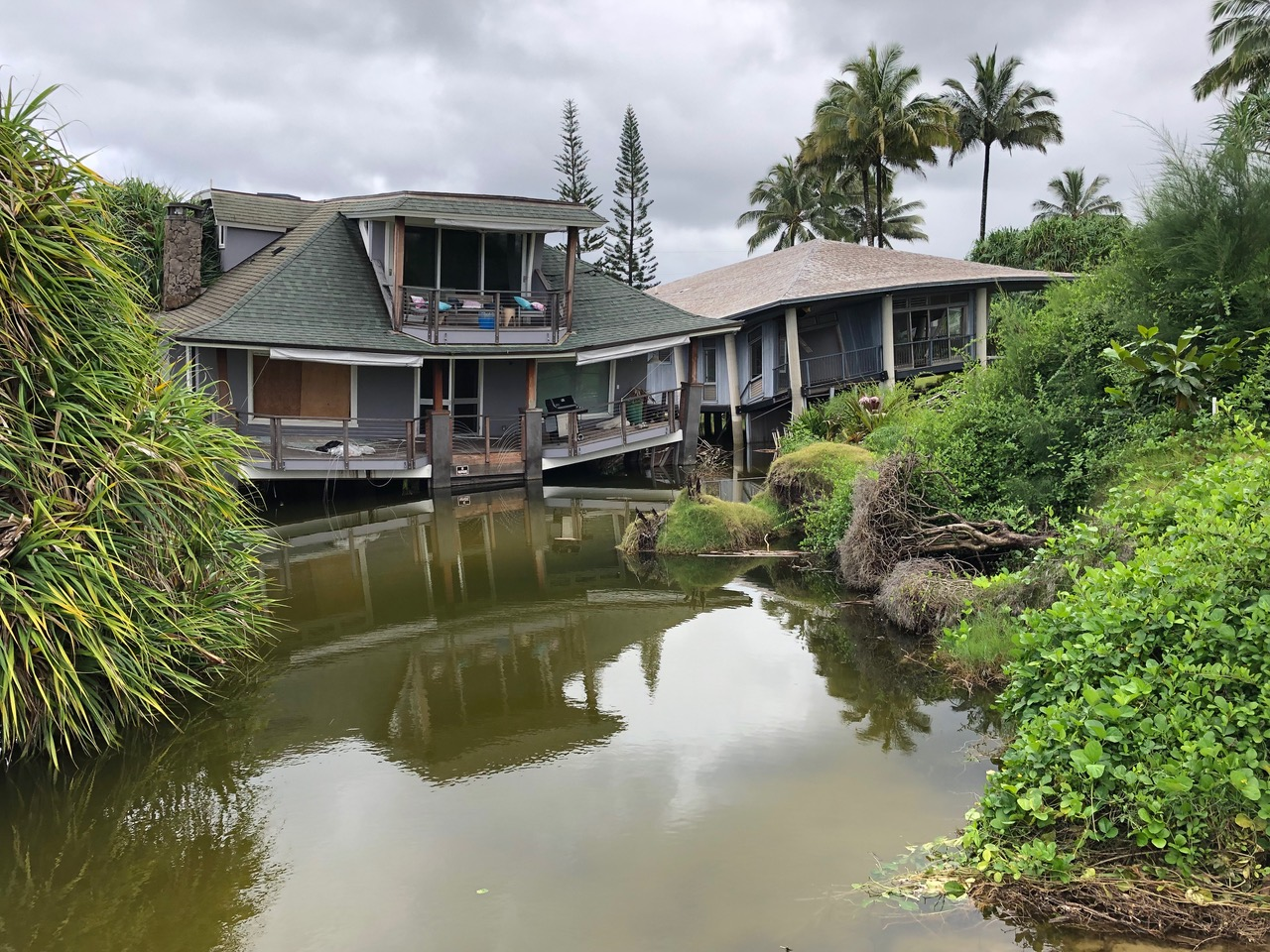 We then went on to the Beach in Hanalei and saw houses sank in the sand below them from the last devastating flash flood in April 2018