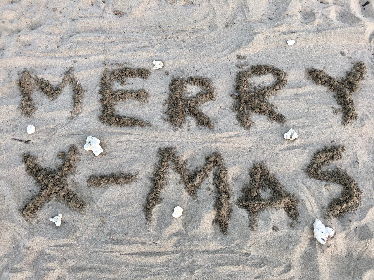 """...""""Merry X-mas out of sand & beach wood"""