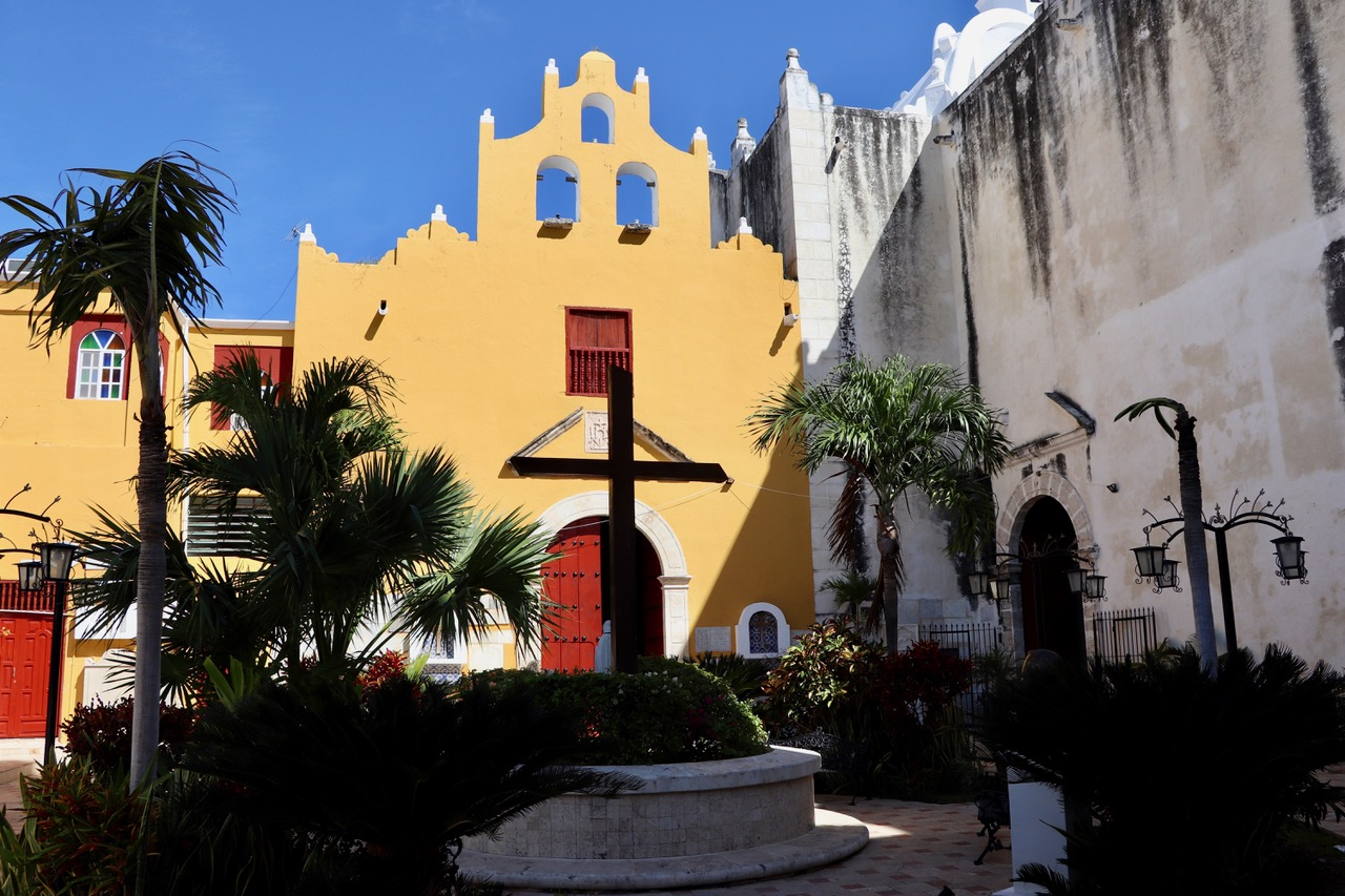 ..and the inside courtyard of Campeche church