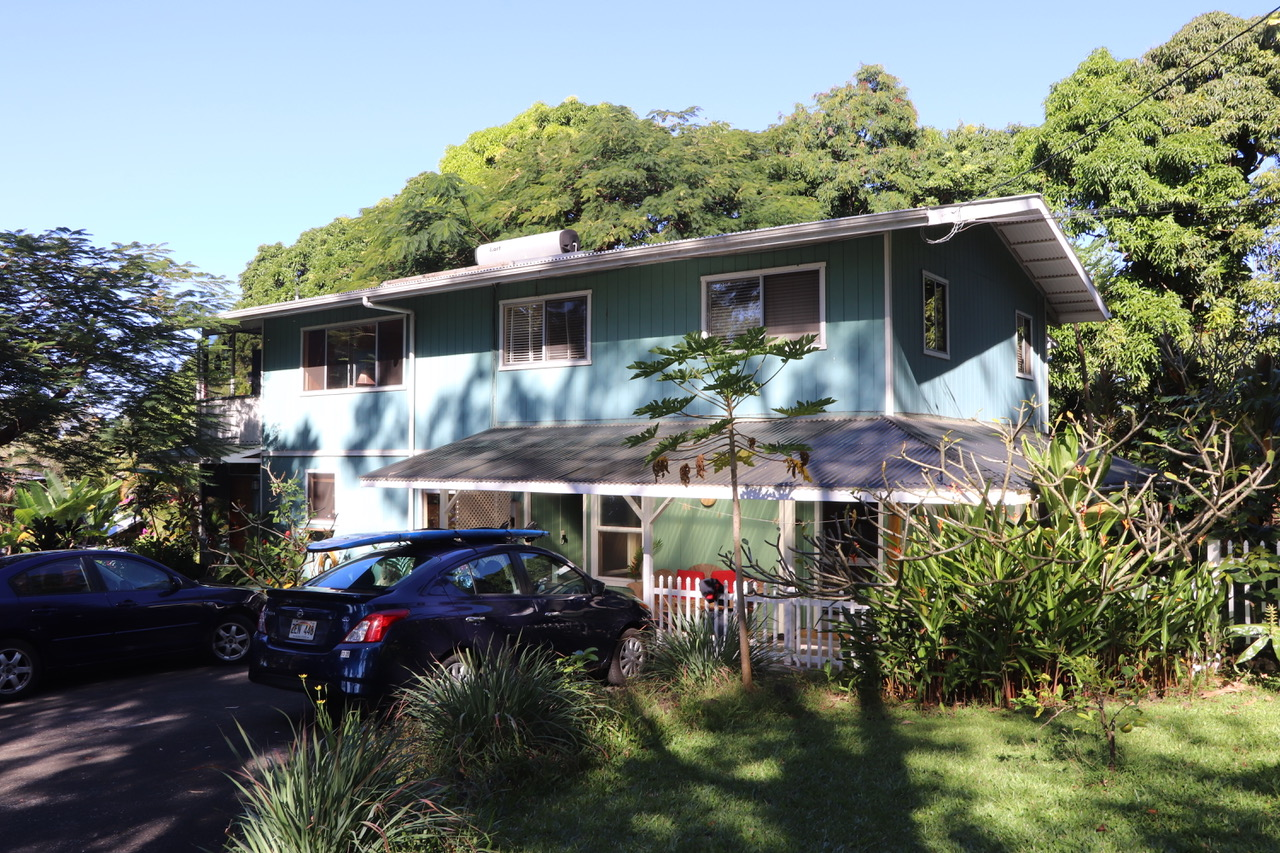 """Our Studio (bottom right) from the outside - Good bye """"Surfers Inn"""" - Good Bye Big Island we loved it!!"""