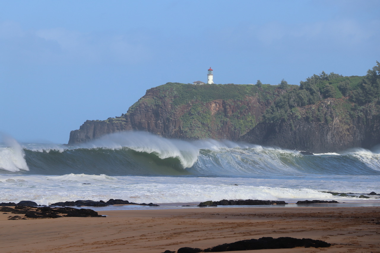 ...here a look at the surf and the Kilauea Lighthouse..