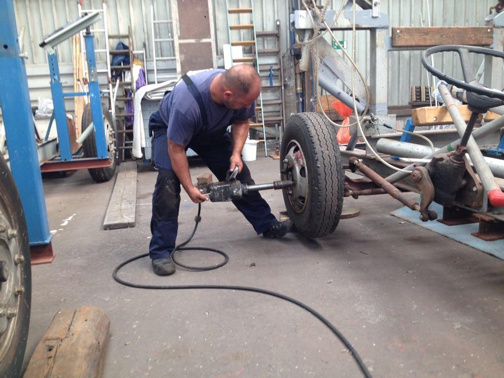 neue Reifen für den Slipwagen