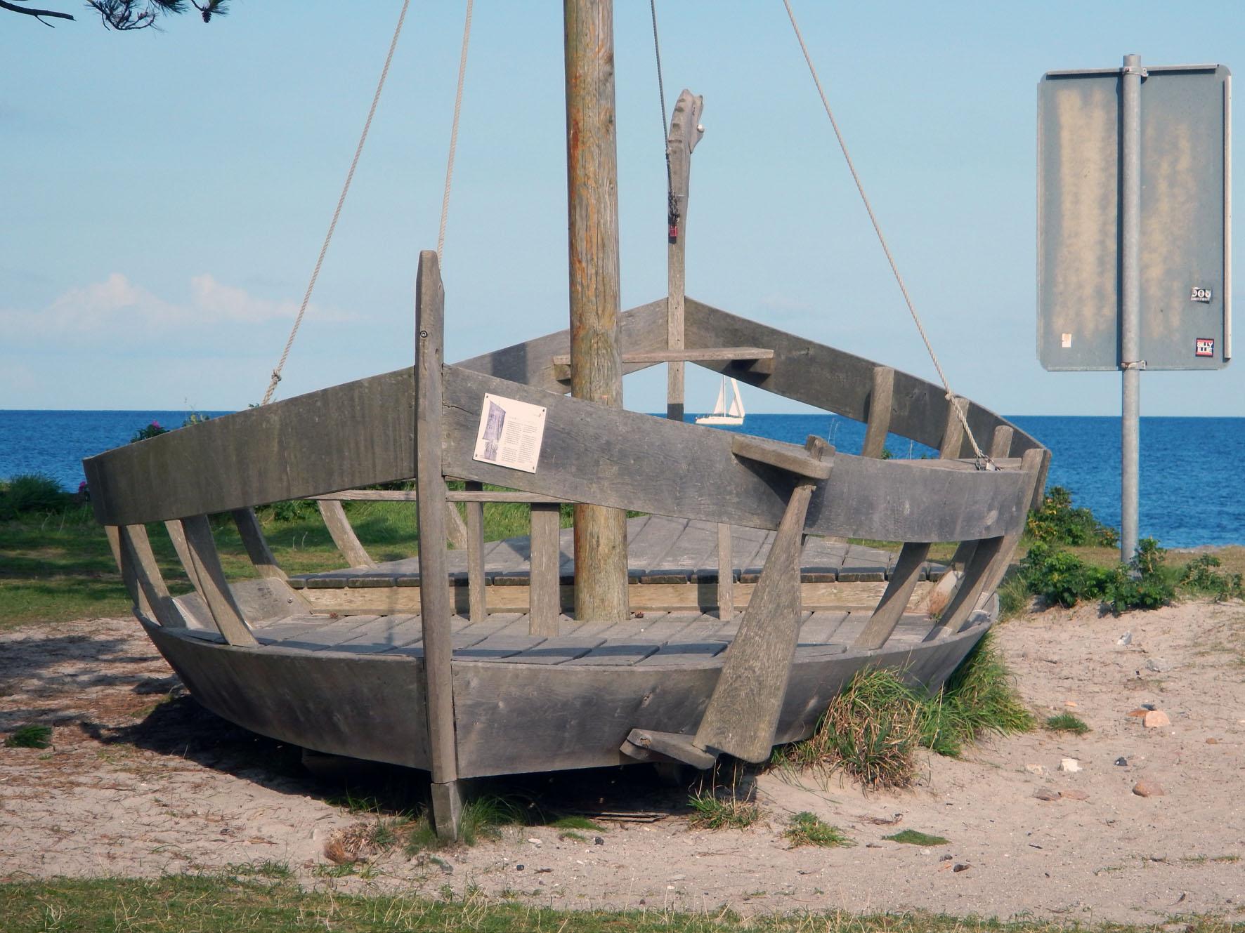 Wikingerschiff auf der Düne in Schleimünde