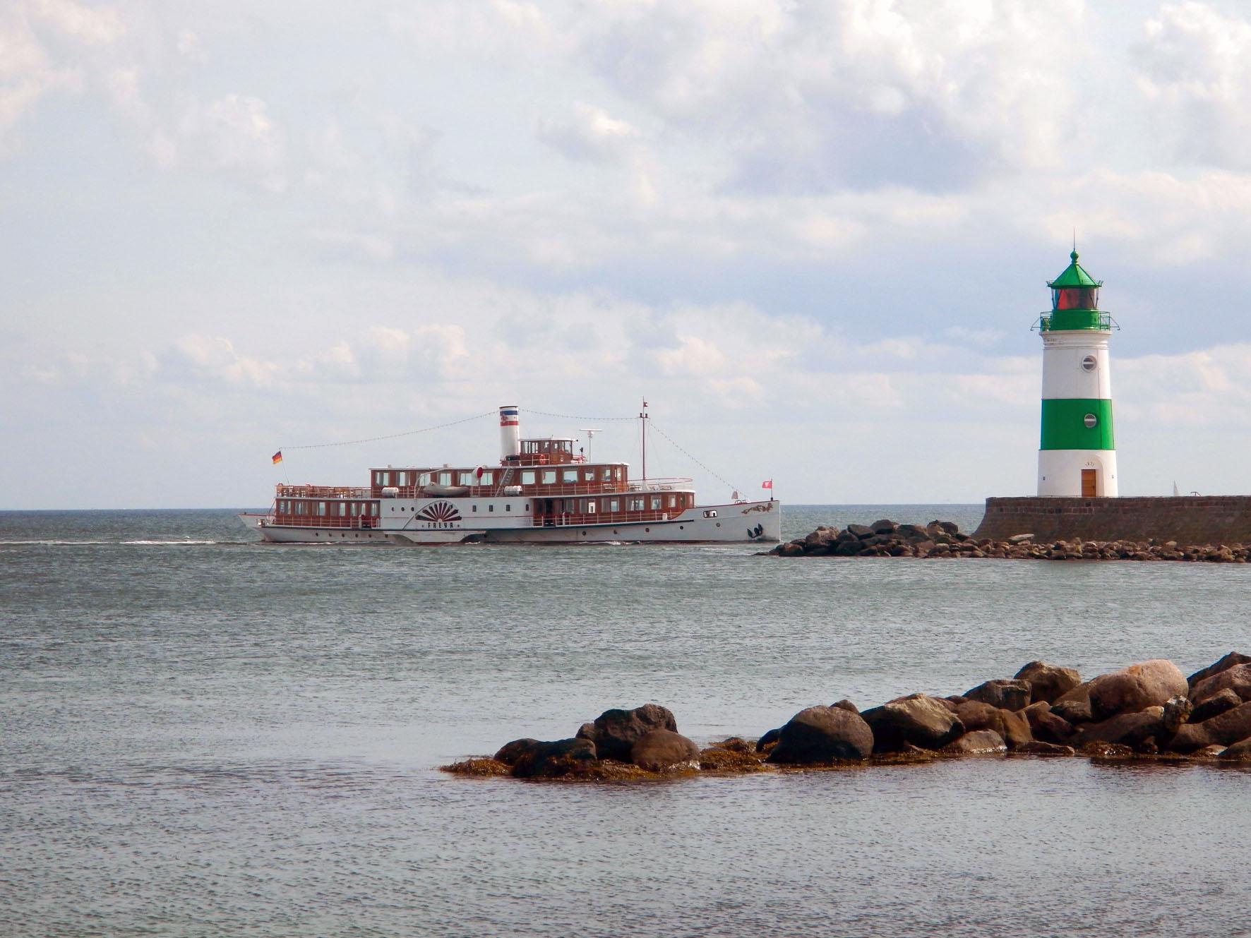 Und nochmal: Leuchtturm Schleimünde und Raddampfer Freya aus Kiel