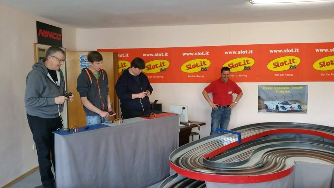 """Drei Top-Fahrer Kai, Simon und Robin und ein """"arbeitsloser"""" Einsetzer Woody."""