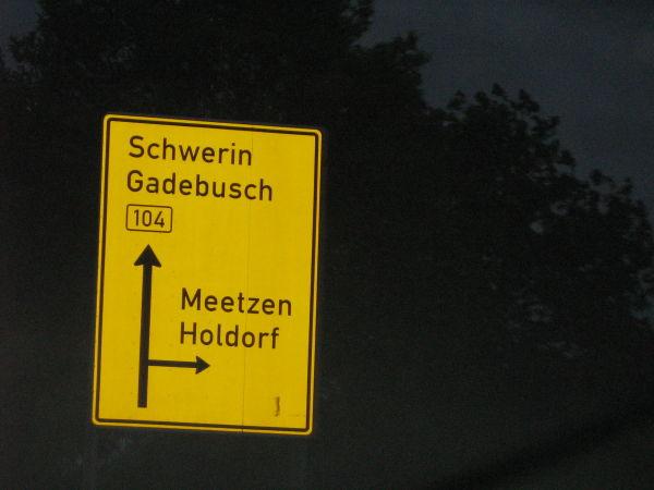 ...und dann das Schild zum Ortseingangschild!