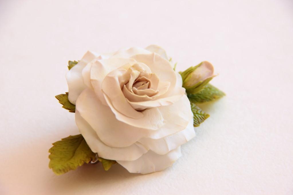 """Заколка  """"Роза"""" ( холодный фарфор)"""