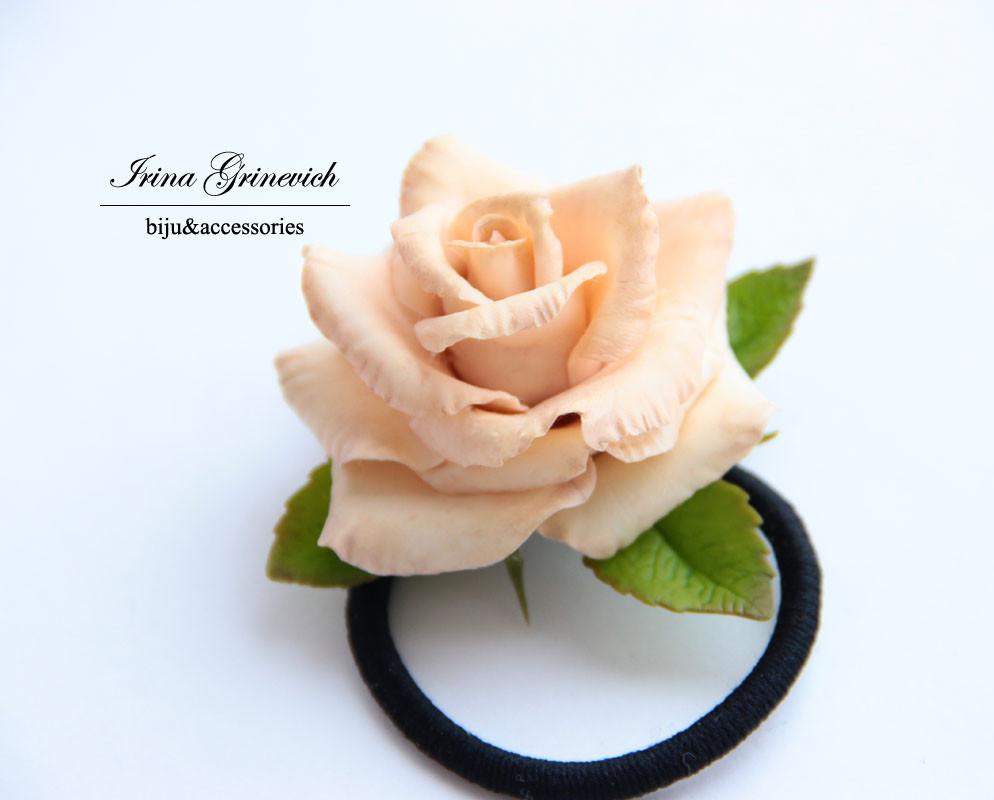 Резинка для волос с розой