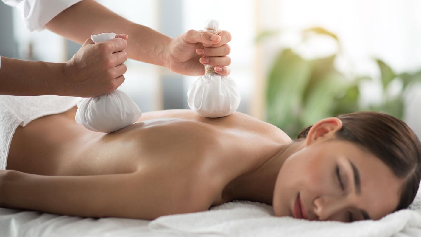 Massage aux Pochons d'Herbes