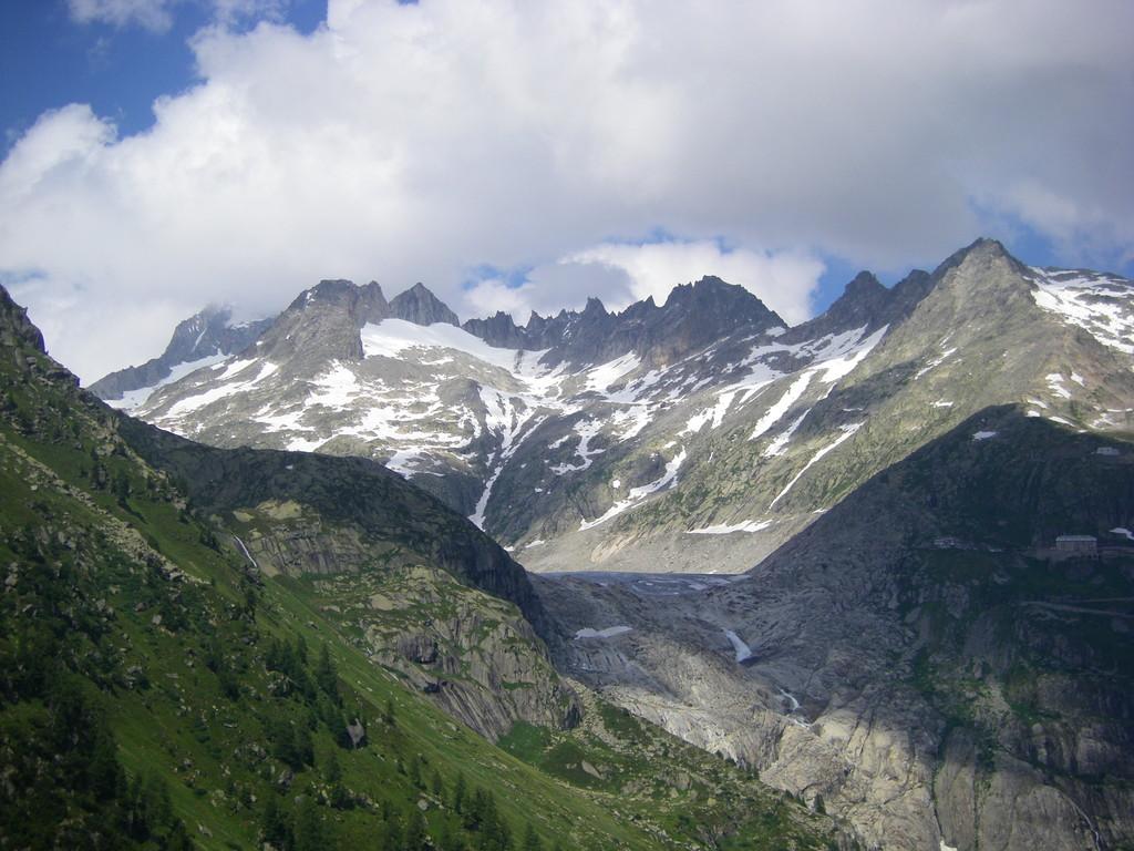 Le glacier du Rhône ... ou plutôt ce qu'il en reste.
