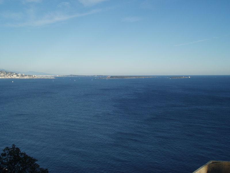 La baie de Cannes avec l'île de Lérins et l'île Saint-Honorat.