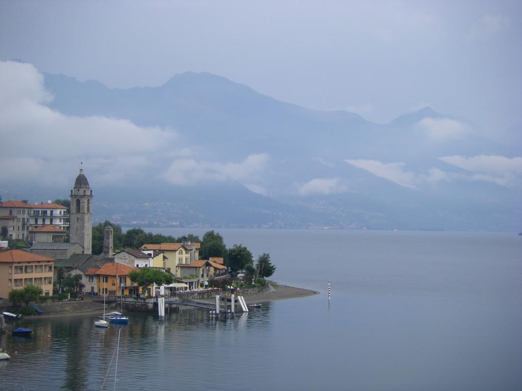 Un des nombreux petits villages sur le lac de Côme.
