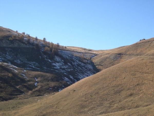 Le sommet à 2000 m est droit devant.