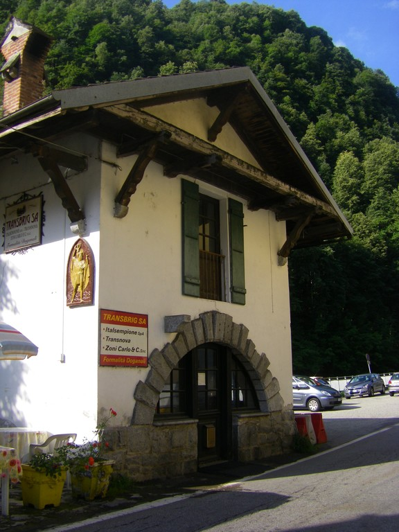 La douane italienne à Iselle.