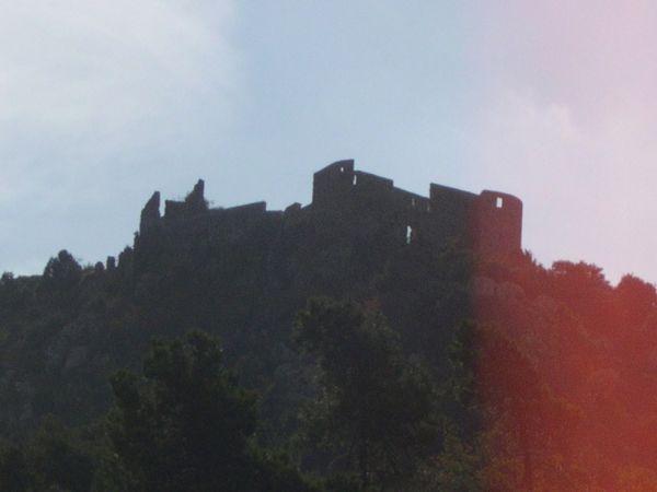 Le château en ruines de Châteauneuf-Villevieille.