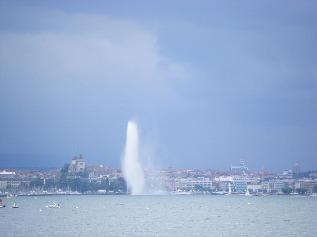 Vous avez reconnu Genève ... sous le mauvais temps.