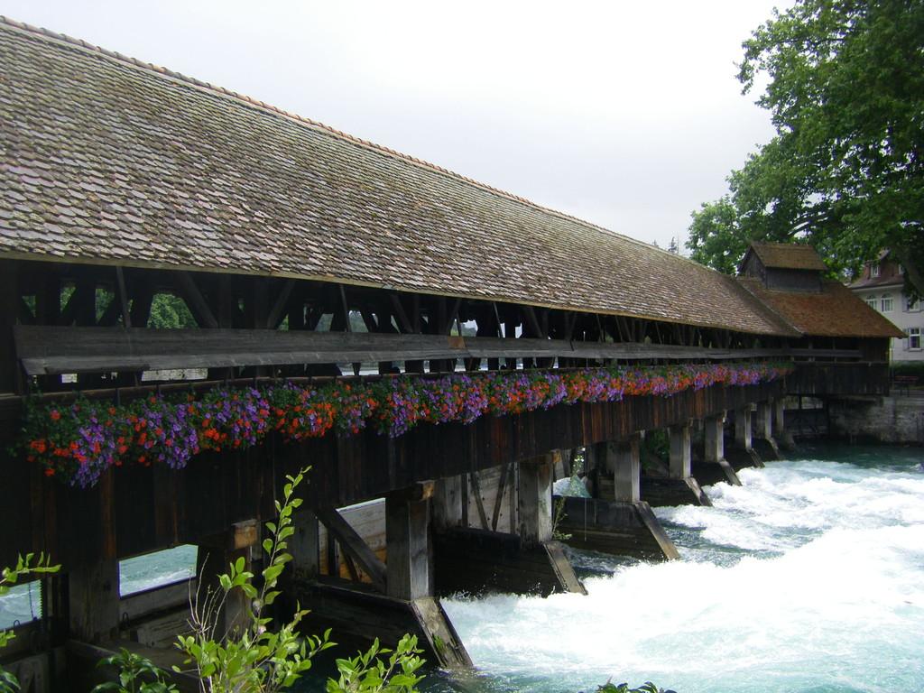Un pont sur l'Aare à Thun.