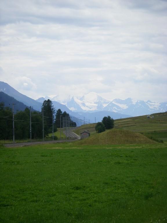 En se retournant, on voit le Mont-Blanc.
