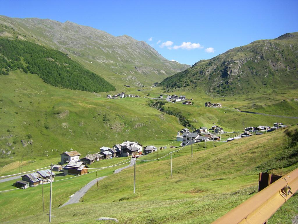 Petits villages entre le passo di Foscagno et le passo d'Eira.