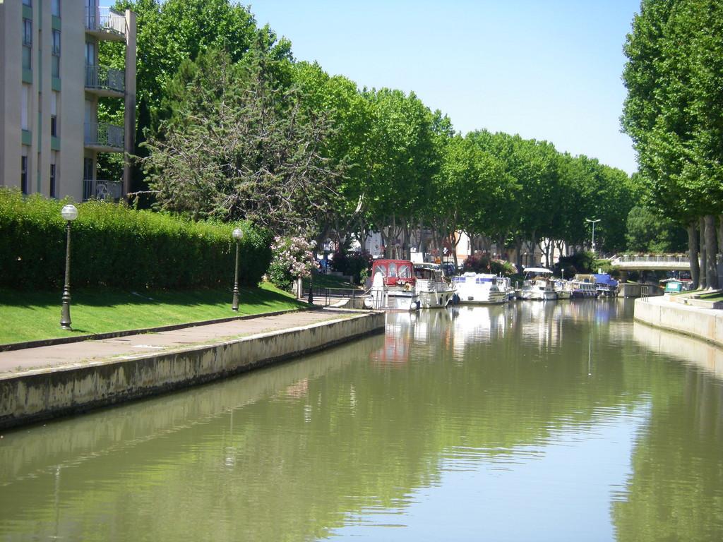 Le quai Victor Hugo à Narbonne.
