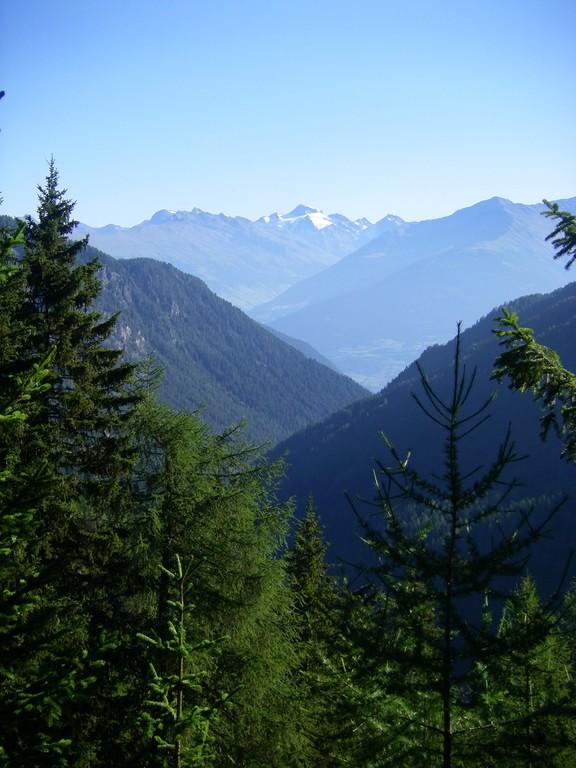 Au loin, en regardant derrière, l'Ötztaleralpe.