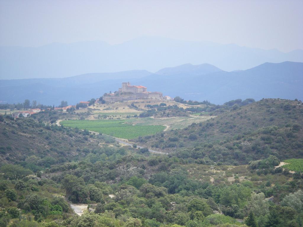 Montalba-le-Château depuis le col.