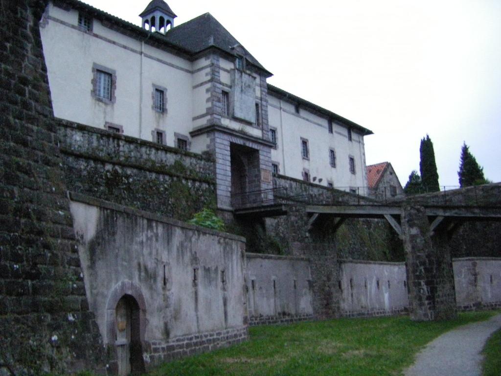 L'entrée de la citadelle construite par Vauban.