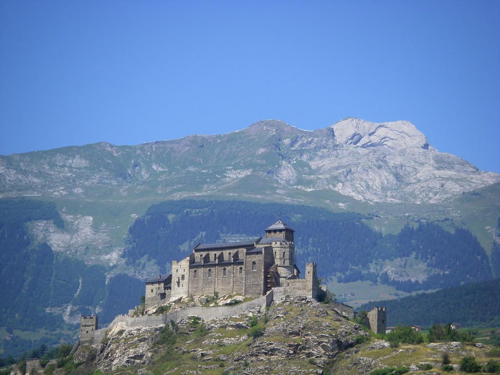 Le château surplombant Sion.