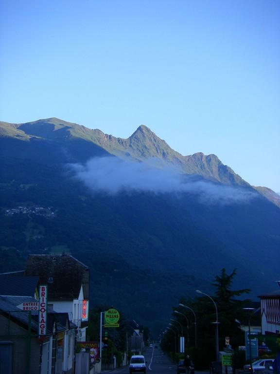 Les sommets entourant Luz St Sauveur au petit matin.