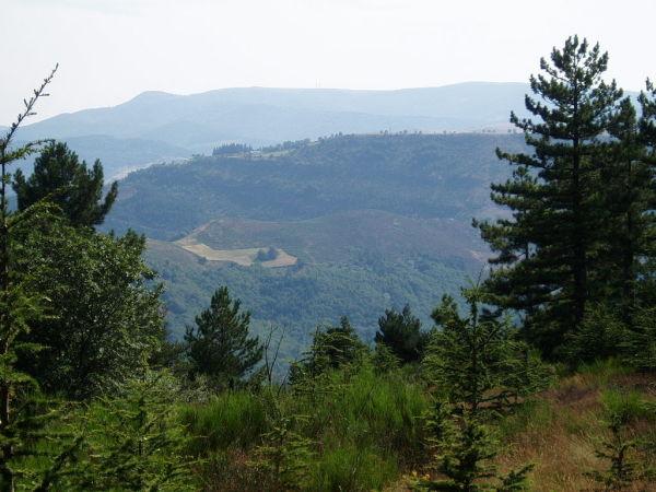 Au fond, le Mont Aigoual.