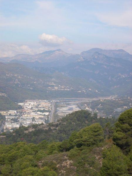 La vallée du Var et les sommets alléchants.