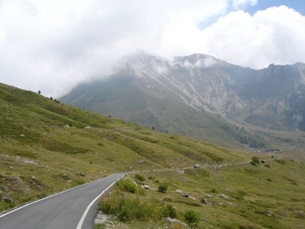 Le colle delle Finestre, c'est à gauche.