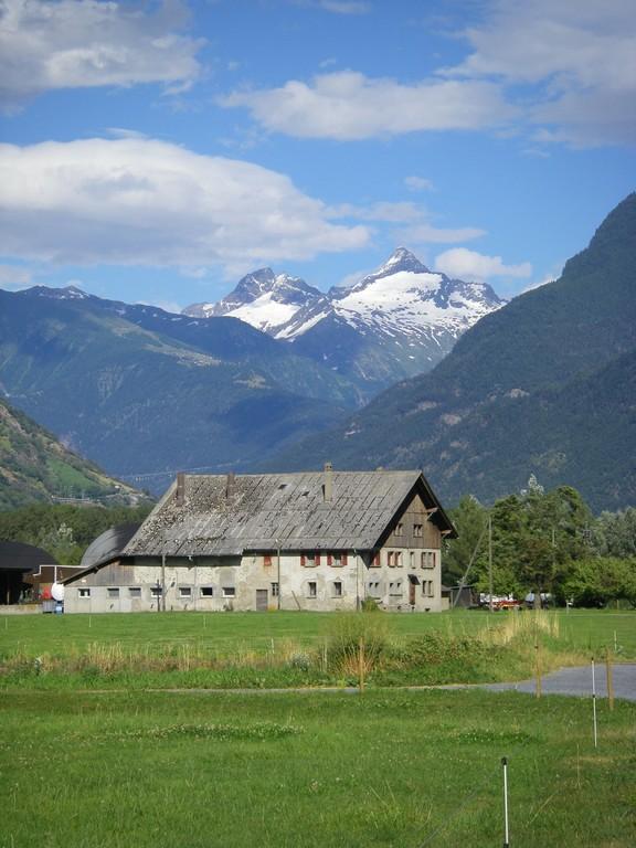 Les premières maisons de Visp.
