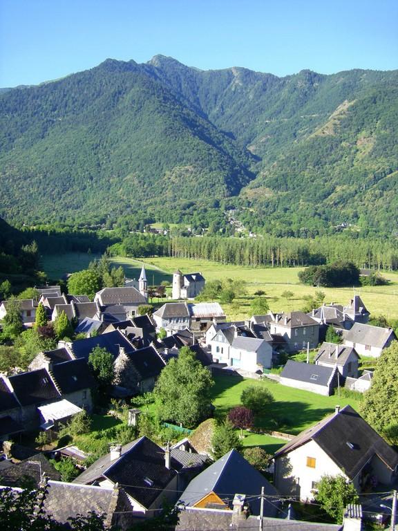 St Béat et Lez depuis le col de Menté.