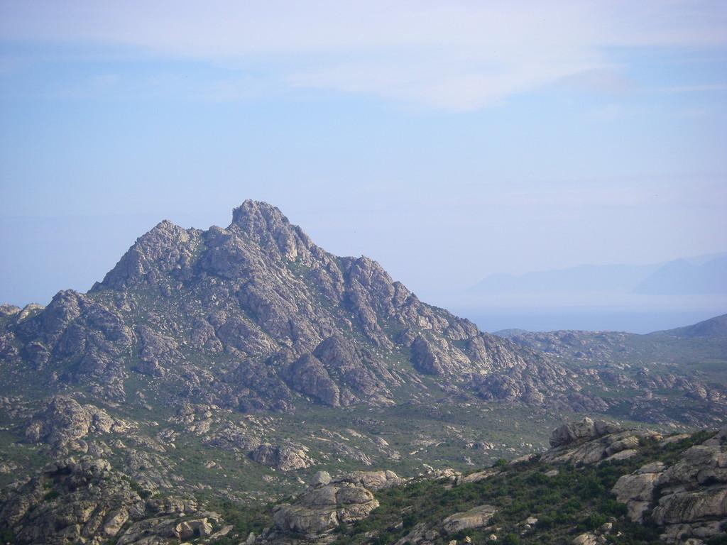 Le Monte Genova dans le désert des Agriates.