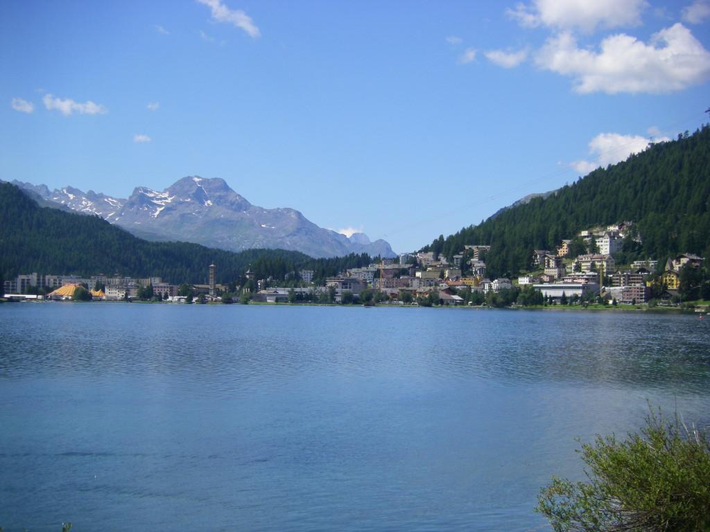 St Moritz au loin.