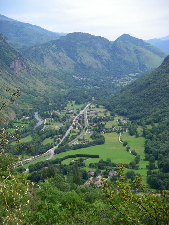 Vallée de l'Ariège depuis la descente du col de Larnat.