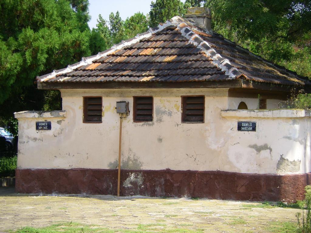 Les toilettes de la gare de Dunavsi (homes - dames !!!).