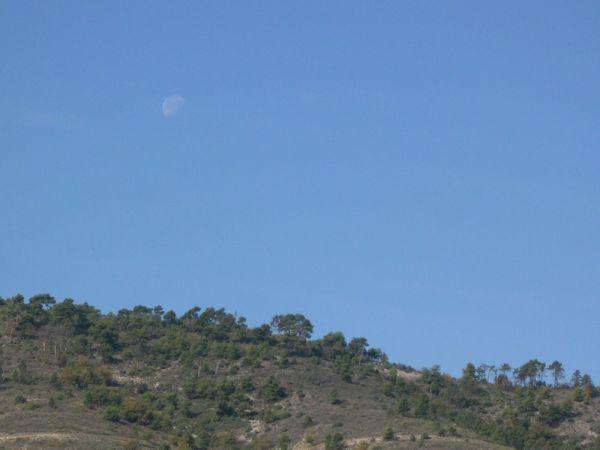 La lune m'accompagne.