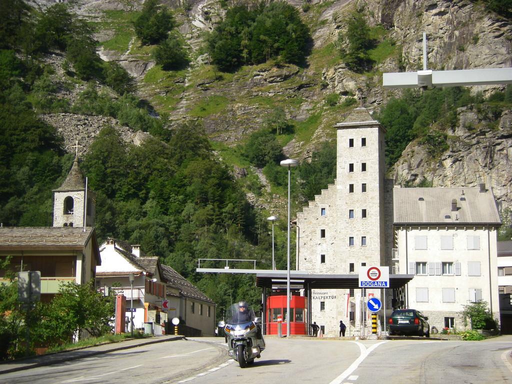 La douane suisse à Gondo.
