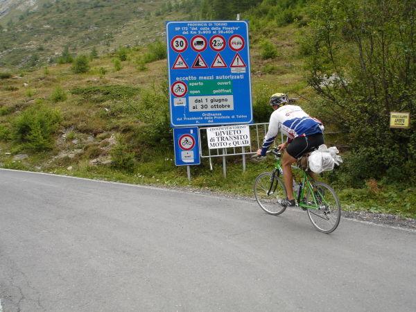 Pour les vélos, c'est permis.