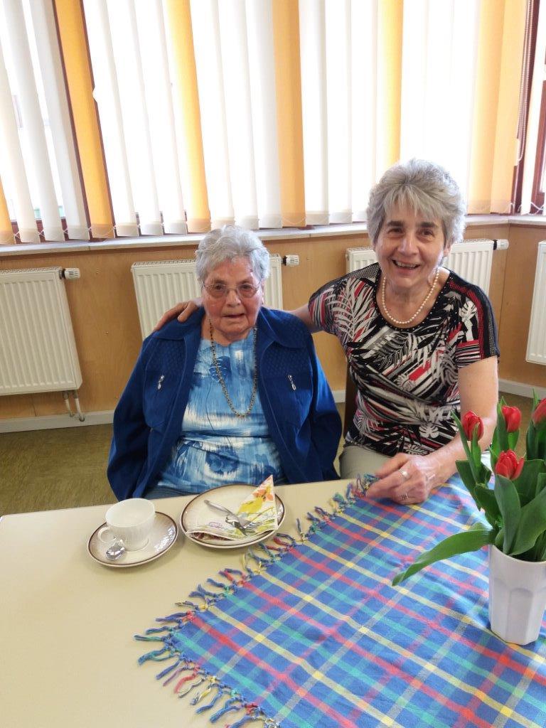 Marie Wolf besucht mit 97 Jahren regelmäßig die Memorygruppe für Menschen mit Demenz