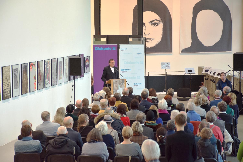 Bischof Prof. Dr. Martin Hein bei der Eröffnungsandacht der Ausstellung