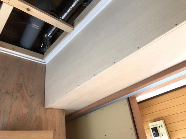 トイレ側の天井 この部分は玄関側の収納(天袋)になります