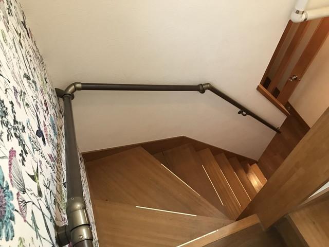 階段に取り付けた手すり02