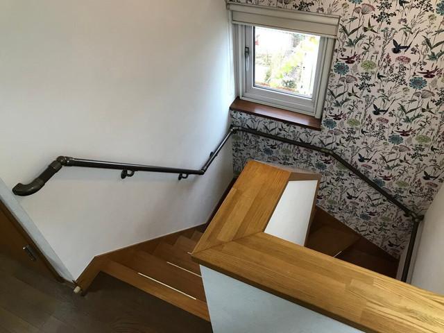 階段に取り付けた手すり01