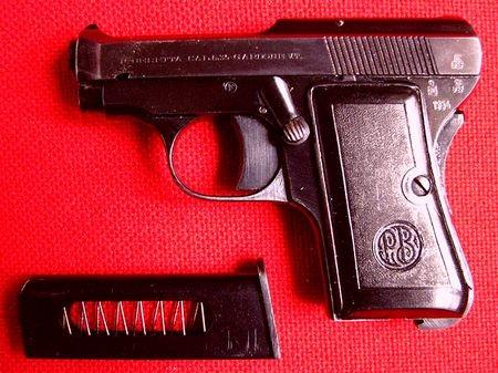 本稿の考察と根拠から結論づけたボンドモデルの最有力候補 「Beretta M418」