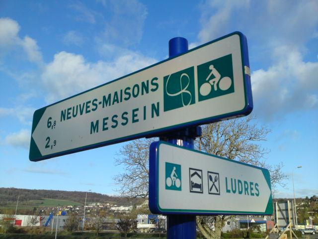 Signalisation cyclable de la Véloroute des Boucles de la Moselle (54)