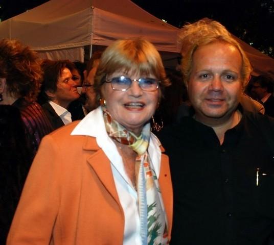 FRANCOISE DORIN (à gauche)