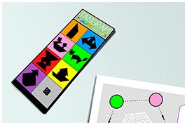 Mélanger puis disposer les 5 cartes Tangram à côté du plateau de jeu, les unes sur les autres, figures noires vers le haut - www.tangram-champions.com